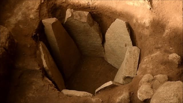 las autoridades de cultura de el salvador presentaron el martes nuevas estructuras y piezas descubiertas en el complejo arqueologico san andres que... - arqueologia stock videos & royalty-free footage