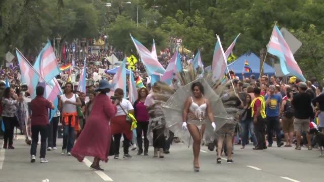 Las autoridades estadounidenses informaron sobre el arresto de un hombre en posesion de un arsenal que queria danar el desfile del Orgullo Gay en Los...