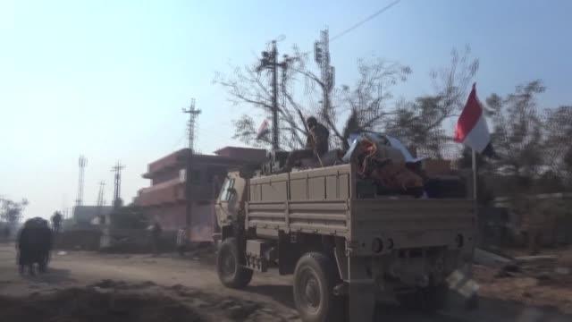 las autoridades iraquies incrementaron la presion sobre el grupo estado islamico lanzando una ofensiva para reconquistar las zonas cercanas a siria... - irak stock videos and b-roll footage