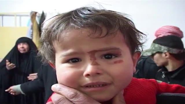 las autoridades iraquies inspeccionaban el viernes los danos en faluya tras dias de enfrentamientos con grupos vinculados con al qaida y tribus... - al fallujah stock videos & royalty-free footage