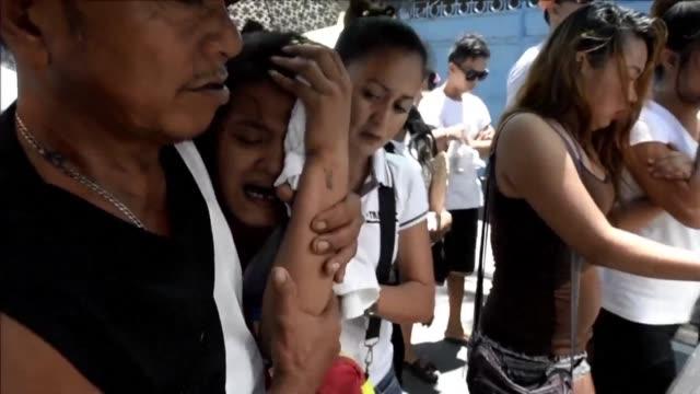 Las calles de Filipinas se han llenado de cadaveres mutilados y baleados desde que el presidente Rodrigo Duterte lanzo una guerra contra el...