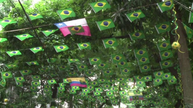 las calles de rio de janeiro se llenan de color para recibir el mundial de futbol - 2014 video stock e b–roll