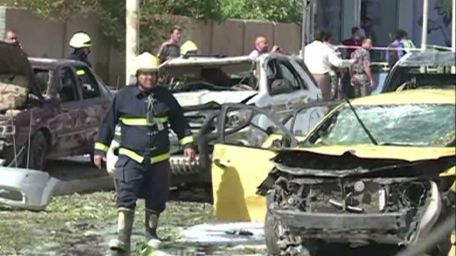 vídeos de stock, filmes e b-roll de las cifras de los tres ultimos meses que oscilan entre los 800 y 1000 muertos mensuales confirma la degradacion de la situacion de seguridad en irak... - irak