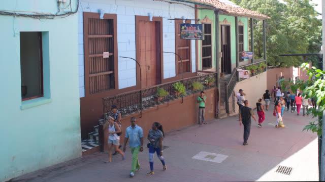 'las enramadas' boulevard, santiago de cuba, cuba - luogo d'interesse locale video stock e b–roll
