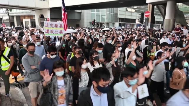 las escuelas y las universidades de hong kong estuvieron cerradas el jueves por cuarto dia consecutivo por las acciones de los manifestantes... - día stock videos & royalty-free footage