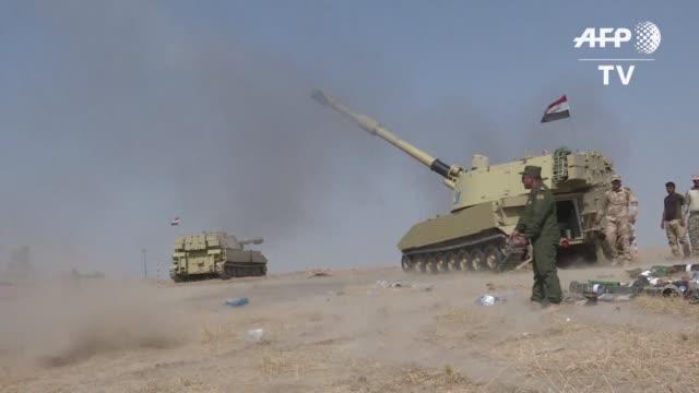 vídeos de stock, filmes e b-roll de las fuerzas gubernamentales iraquies se aprestaban el miercoles a arrebatar al grupo estado islamico la mayor ciudad cristiana de irak lo que... - irak