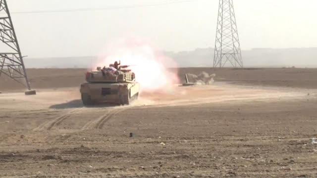 Las fuerzas iraquies combatian el domingo por tercer dia consecutivo a los yihadistas en el interior de Mosul mientras los civiles arriesgaban sus...