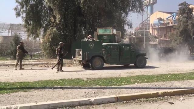 Las fuerzas iraquies entraron el jueves en el aeropuerto de Mosul por primera vez desde que el grupo yihadista Estado Islámico se apoderó de la...