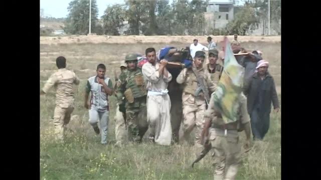vídeos de stock, filmes e b-roll de las fuerzas iraquies lograron arrebatar este jueves al grupo yihadista estado islamico una localidad de la provincia de al anbar en el oeste bagdad... - irak