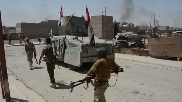 Las fuerzas iraquies recapturaron el miercoles varios distritos de Tal Afar y se dirigen hacia el centro de uno de los ultimos bastiones del grupo...
