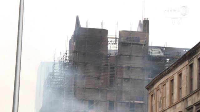 las llamas arrasaron la prestigiosa escuela de arte de glasgow un edificio historico y obra maestra del arquitecto charles rennie mackintosh en un... - arquitecto stock videos & royalty-free footage