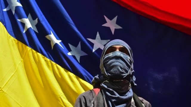 vídeos y material grabado en eventos de stock de las manifestaciones en venezuela contra el gobierno de nicolas maduro dejan mas de una treintena de muertos y heridos en mas de un mes de protestas... - política y gobierno