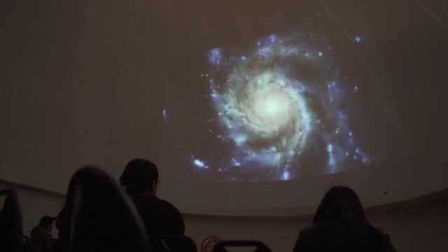 las mas de 300 noches despejadas al ano convierten a chile en un destino unico para observar sus cielos - planeta stock videos & royalty-free footage