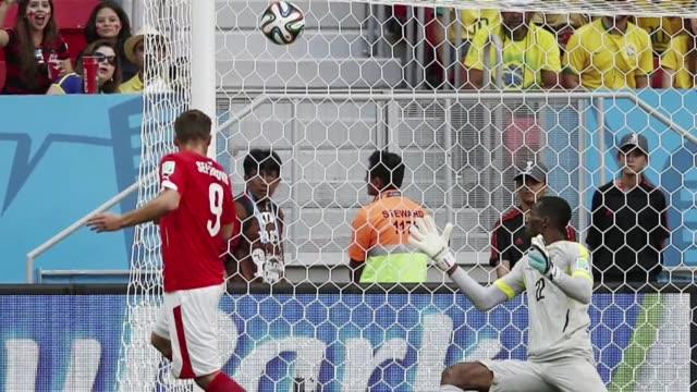 stockvideo's en b-roll-footage met las mejores imagenes de la cuarta jornada del mundial de futbol de brasil 2014 de los fotografos de afp - diavoorstelling