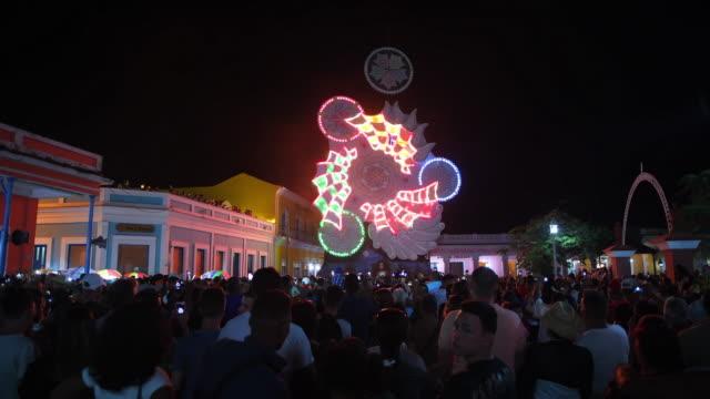 vidéos et rushes de 'las parrandas de remedios': lights display during the christmas festival in the small colonial village of remedios, cuba - cuba