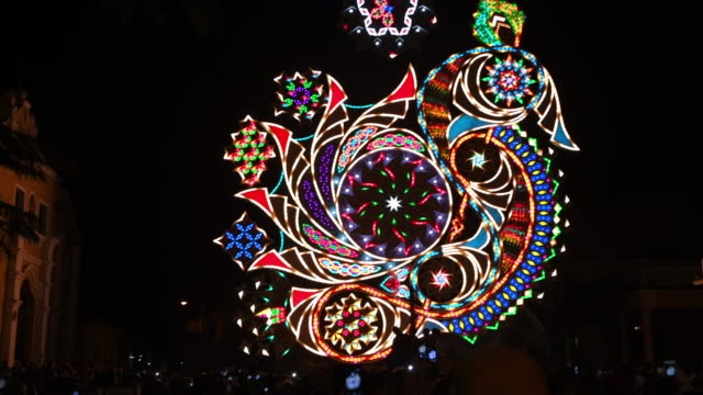 'las parrandas de remedios': lights display during the christmas festival in the small colonial village of remedios, cuba - lateinamerika stock-videos und b-roll-filmmaterial