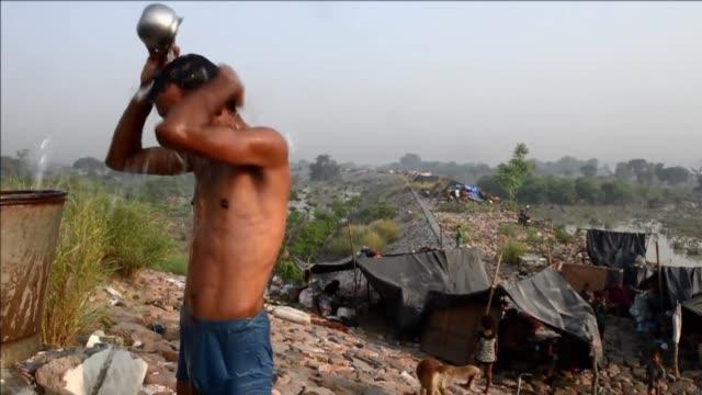 Las sorpresivas inundaciones y deslizamientos de terreno en el norte de India han cobrado la vida de mas de 550 personas VOICED Muertos y evacuados...