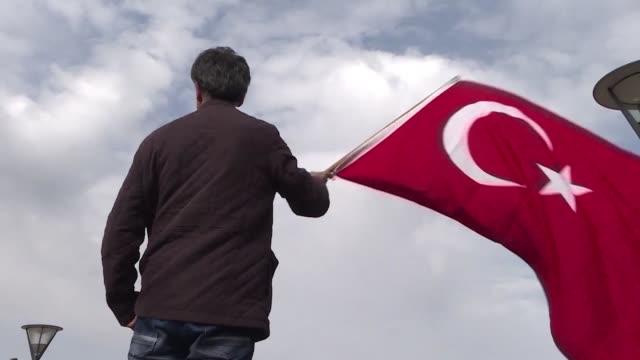 las tensiones diplomaticas seguian creciendo el domingo entre turquia y los paises bajos luego de que la haya prohibio la entrada al pais a dos... - entrada stock videos and b-roll footage
