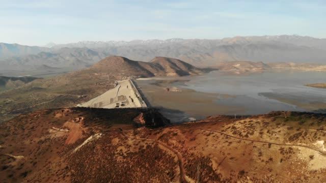 vidéos et rushes de barrage de las tortolas dans le centre du chili - industrie minière