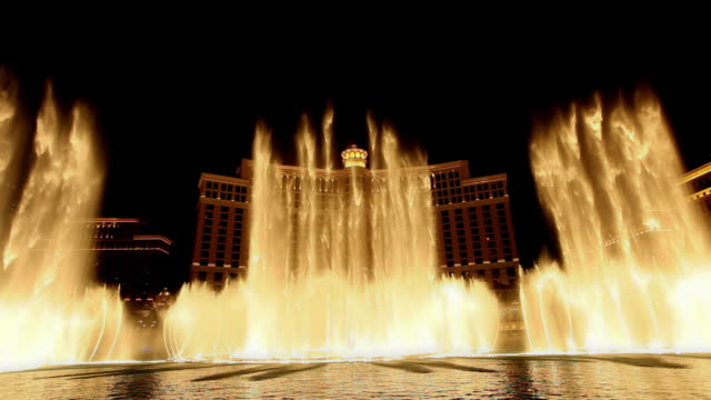 stockvideo's en b-roll-footage met las vegas fountains at night - fontein