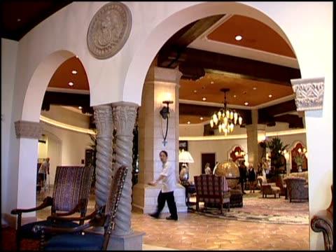 a las vegas hotel lobby - gast stock-videos und b-roll-filmmaterial