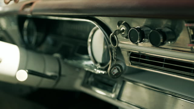 vídeos de stock, filmes e b-roll de las vegas keychain dangles from ignition in classic convertible - ignição