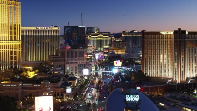 las vegas, nevada at night - aerial shot - the strip las vegas stock-videos und b-roll-filmmaterial