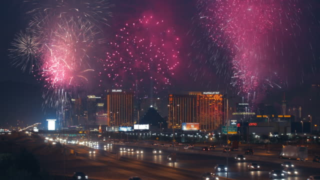 las vegas strip - 4k - las vegas stock-videos und b-roll-filmmaterial