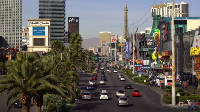 las vegas strip - the strip las vegas stock-videos und b-roll-filmmaterial