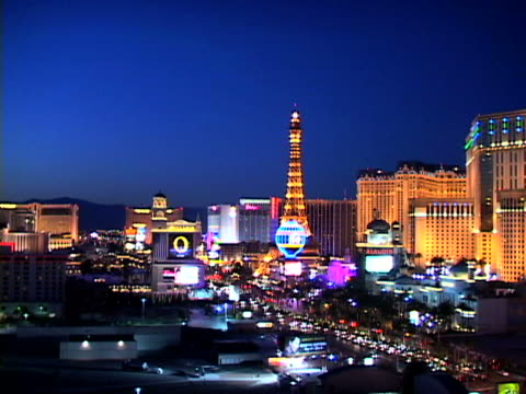 las vegas - replica della torre eiffel video stock e b–roll