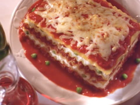 lasagna from above .pasta desde arriba - lasagna stock videos & royalty-free footage