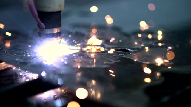 laser cutter cuts metal parts
