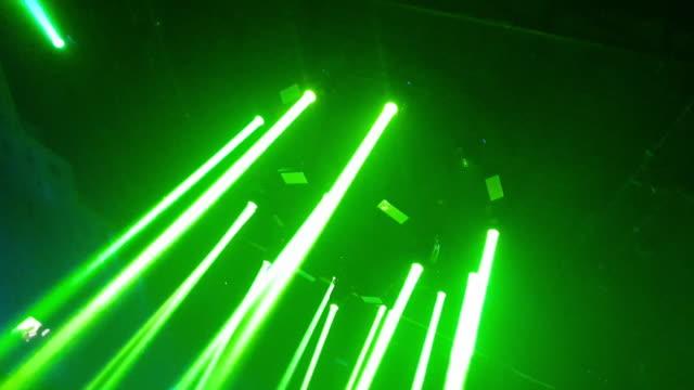 vídeos de stock e filmes b-roll de laser disco lights party with flashing at night - laser