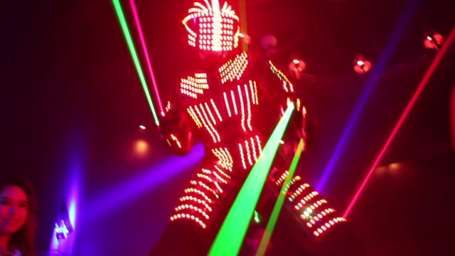 vidéos et rushes de laser robot person dancing in tokyo nightclub, medium-wide shot - discothèque