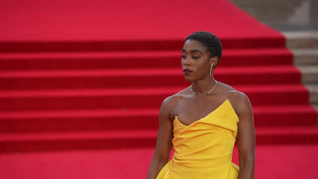 """lashana lynch attends the """"no time to die"""" world premiere at royal albert hall on september 28, 2021 in london, england. - première stock-videos und b-roll-filmmaterial"""