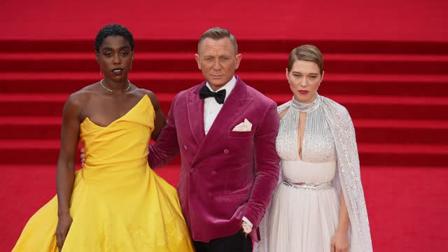 """lashana lynch, daniel craig and léa seydoux attend the """"no time to die"""" world premiere at royal albert hall on september 28, 2021 in london, england. - première stock-videos und b-roll-filmmaterial"""