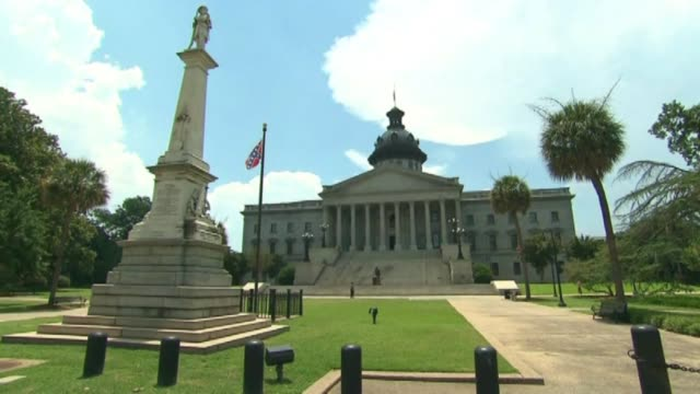 last day of the confederate flag's 54 year run at the south carolina capitol grounds - confederate flag stock videos & royalty-free footage
