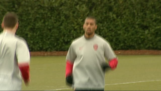 last day of the transfer window tx armand traore training with arsenal fc - schlußtag stock-videos und b-roll-filmmaterial