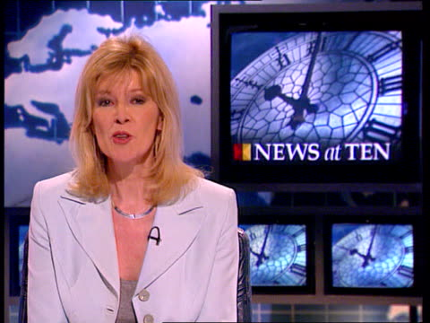 last ever news at ten itn/lib london montage of newscasters signing off dermot murnaghan julia somerville john suchet alastair stewart sandy gall... - itv news at ten bildbanksvideor och videomaterial från bakom kulisserna