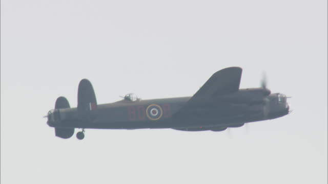 last lancaster bomber in flight - lancaster bomber stock videos & royalty-free footage