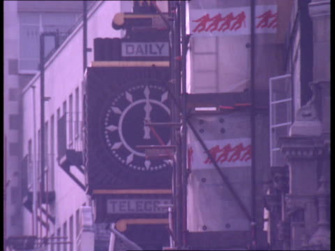Last newspaper leaves Fleet Street ENGLAND London Fleet Street Old style street sign 'Fleet Street' clock on old Daily Telegraph building GVs Fleet...