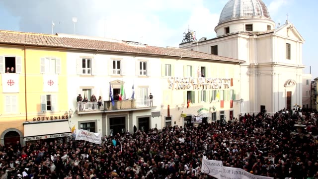 broll last public appearance of benedict xvi at castel gandolfo on february 28 2013 in rome italy - ベネディクト16世の退位点の映像素材/bロール