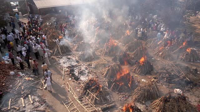 last rites for those who died of the coronavirus disease during a mass cremation held at a crematorium on april 26, 2021 in new delhi, india. india... - india stock videos & royalty-free footage