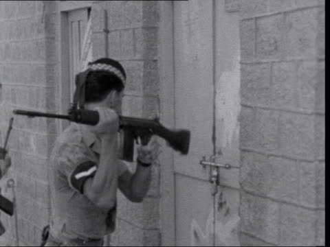 last troops leave aden and arrive in britain; 48557/649nat/3/67 aden: crater: troops of as highlanders in street troops at corner soldier tries to... - aden stock videos & royalty-free footage