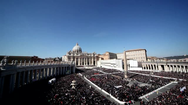 broll last weekly public audience of benedict xvi from st peter's square at st peter's square on february 27 2013 in vatican city vatican - 法王ベネディクト16世点の映像素材/bロール