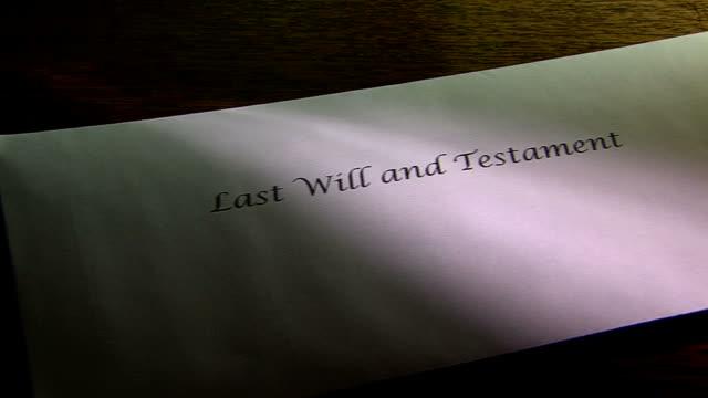 vidéos et rushes de dernière volonté et testament enveloppe - en dernier