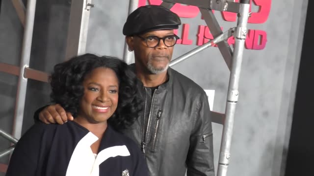 latanya richardson and samuel l jackson at dolby theatre on march 08 2017 in hollywood california - キングコング 髑髏島の巨神点の映像素材/bロール