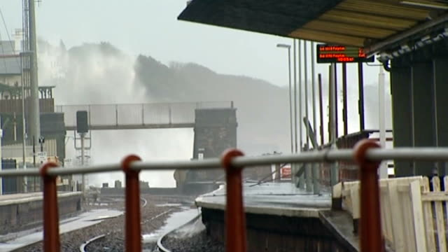 Latest storms in south west England leave homes without power and railway link SOUTH WEST ENGLAND Devon Dawlish EXT Large waves crashing over sea...