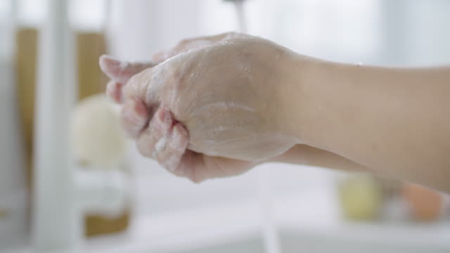 vídeos de stock e filmes b-roll de lathering hands with soap / south korea - mão