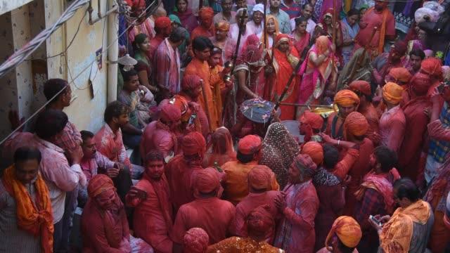 stockvideo's en b-roll-footage met lathmar holi festival, barsana, india. - men
